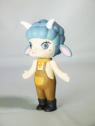 pop-mart-little-molly-zodiac-capricorn-03